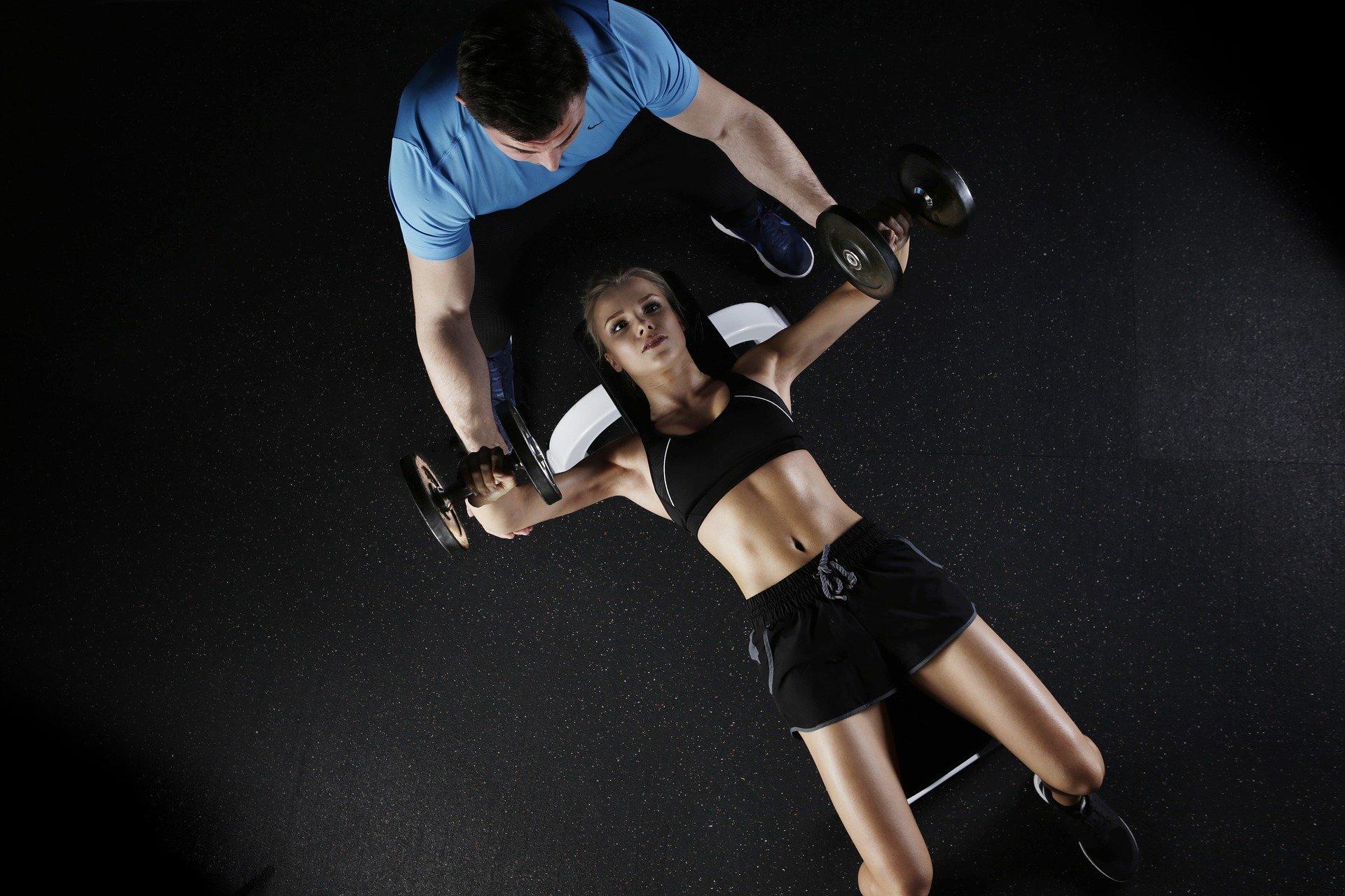wsparcie trenera personalnego w ćwiczeniach